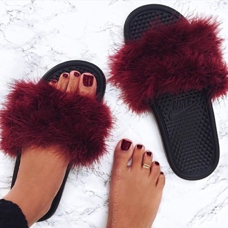 slide shoes fluffy burgundy shoes burgundy nike shoes nike slides fluffy nike slides fur slippers tap tap nike women girl shoes nike summer nike women tap women nike shoes nike air furry nike sandals skirt black sandals flip-flops red marroon maroon/burgundy nike fluffy slides flats fluffy slides