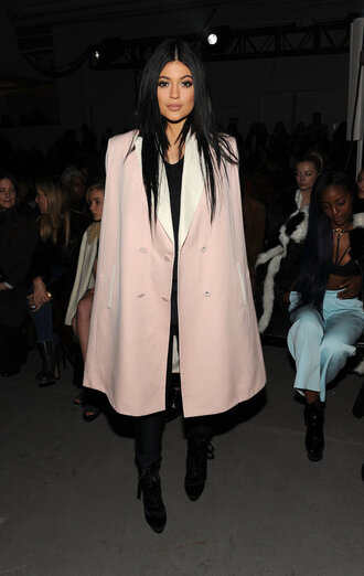 coat cape fashion week 2015 kylie jenner