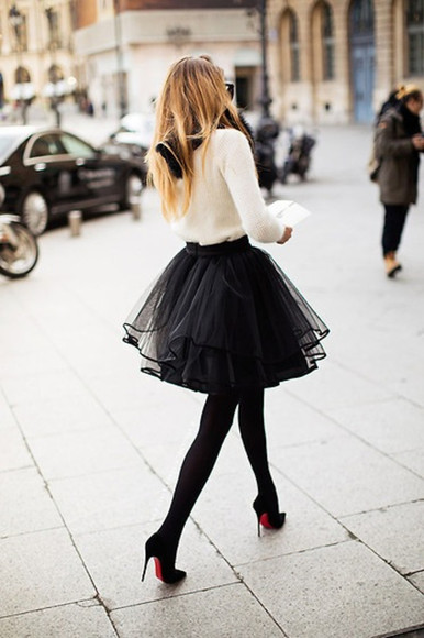 skirt white sweater black shoes red pumps white purse black skirt