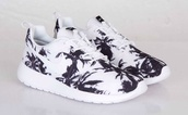 shoes,black and white roshess,palm tree print,roshe runs,nike running shoes,nike roshe run running shoes