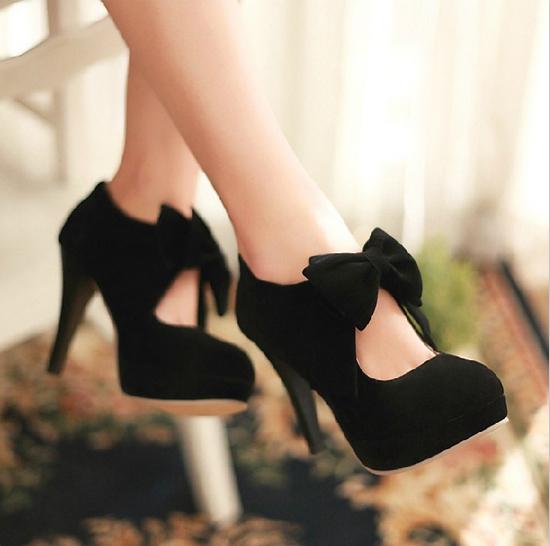 Heeled shoes/a325