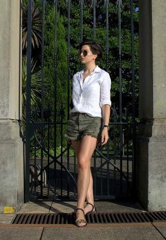 breakfastwithaudrey blogger ripped shorts white shirt sandals