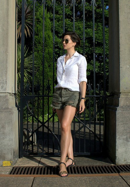 breakfastwithaudrey blogger ripped shorts white shirt sandals shirt shoes sunglasses jewels