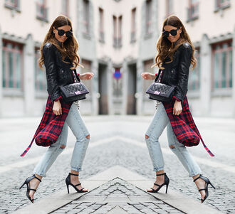 stylista blogger flannel shirt ripped jeans sandals leather jacket shirt sweater jacket jeans shoes bag sunglasses