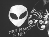 shoes,black,white,black and white,blouse,bans,alien,alien shirt,alien shoes,chill,alien chill,invasion,karen aguilera,shirt
