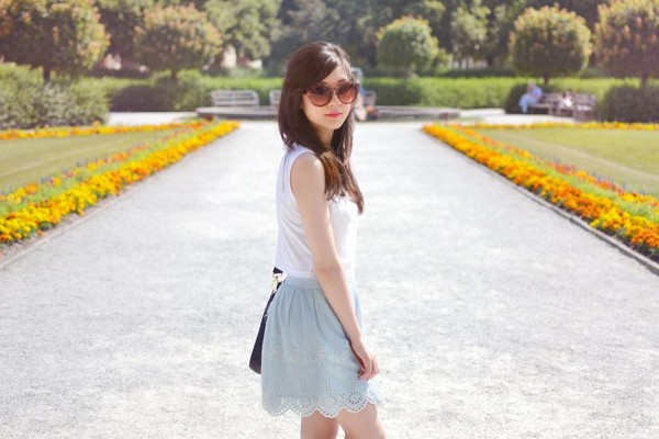temporary secretary t-shirt skirt jacket bag shoes sunglasses