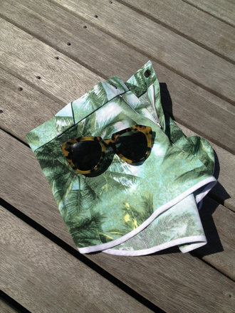shorts clothes tumblr tropical print love cute sun palm tree sunglasses sunflower high waisted shorts exotic green sequin shorts green shorts browm brown sunglasses leopard print palm tree print leopard sunglasses glasses leopard print sunglasses ksubi