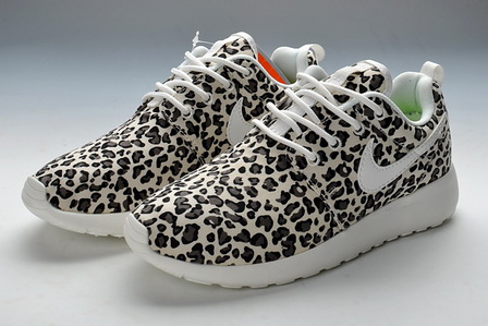 Leopard print nike roshe run for women / black white