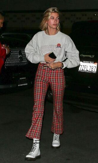pants plaid sweatshirt sweater hailey baldwin ankle boots model off-duty casual