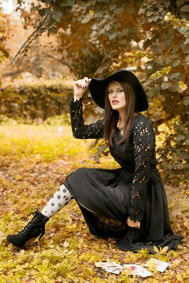 crochet top blogger the bow-tie tights jewels felt hat gothic lolita polka dots halloween costume