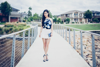 metallic paws blogger floral tank top sandals white skirt clutch