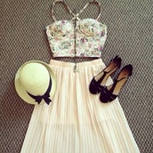 shirt,floral bustier,white crop tops,zip,pleated skirt,skirt,shoes,hat