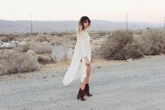 purse'n boots blogger slit top white shirt brown boots shirt dress