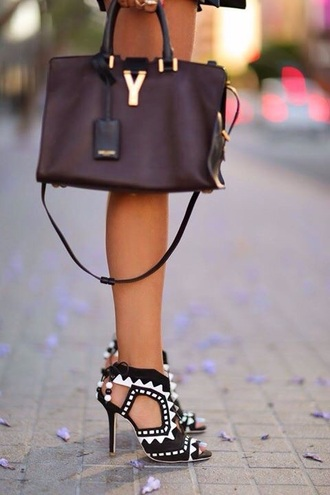 shoes summer outfits style high heels heels on gasoline heels white black black heels
