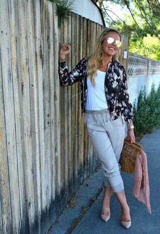 the fashion canvas – a fashion & lifestyle blog blogger jacket shirt pants shoes bag jewels cult gaia bag pumps heels bomber jacket
