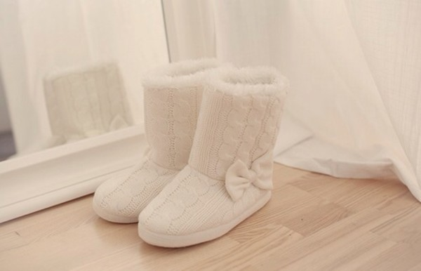 shoes slippers cable knit white fashion fluffy bows tumblr tumblr girl girly vintage elegant casual hipster indie style black gold one direction pretty little liars grande ariana grande boots rosy