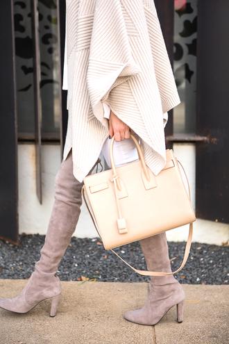 krystal schlegel blogger t-shirt jeans shoes bag jewels