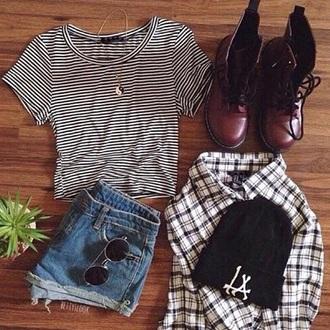 shoes fℓαииєℓ ¢σмвαт вσσтѕ ѕтяιρє∂ ¢яσρ тσρ ѕнσятѕ gℓαѕѕєѕ shirt shorts yin yang beanie hipster grunge hat coat