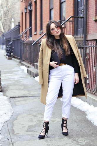 blaastyle blogger black heels white jeans camel coat sunglasses