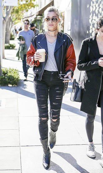 queen of jet lags blogger tank top hailey baldwin ripped jeans
