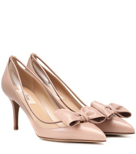 Valentino Garavani Glassglow leather pumps in pink