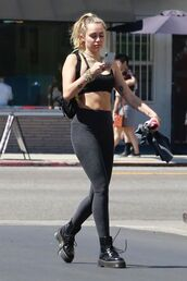 leggings,top,bra,sports bra,boots,miley cyrus,streetstyle,monochrome outfit