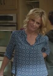 blouse,blue,tile printed,claire dunphy,julie bowen,modern family