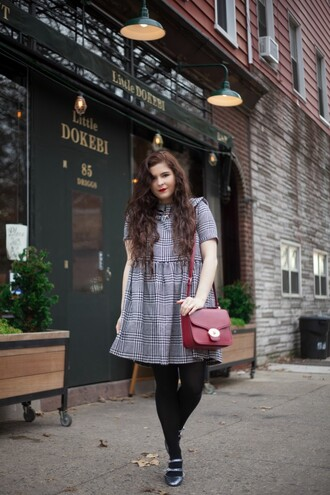 noelles favorite things blogger curvy red bag dress