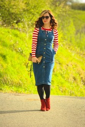 rachelthehat,blogger,dress,shoes,sweater,ankle boots,red boots,denim dress,striped sweater,pinafore dress,clutch,spring outfits