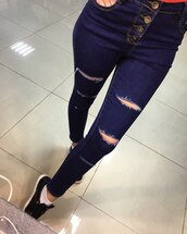 jeans,denim,ripped jeans,high waisted jeans,skinny jeans,boyfriend jeans,blue jeans,white ripped jeans,light blue jeans,denim overalls,outfit,outfit idea,fall outfits,spring outfits,streetwear,streetstyle,street goth,street,girl,girly wishlist