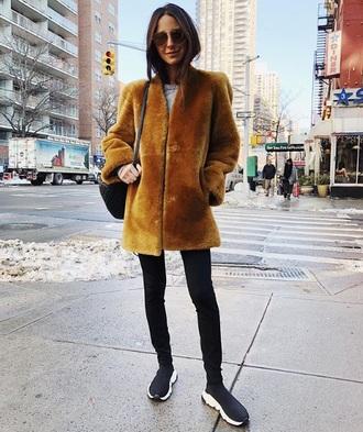 coat fur coat black sneakers mustard jeans black jeans skinny jeans sneakers