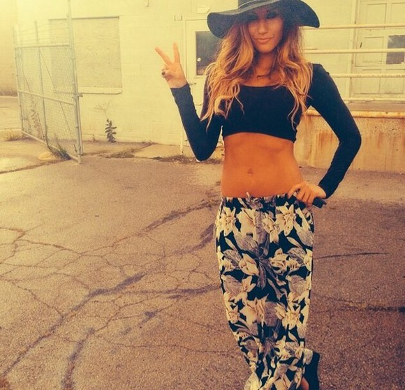 black crop tops long sleeve floral pant long sleeve crop top sunhat black hats