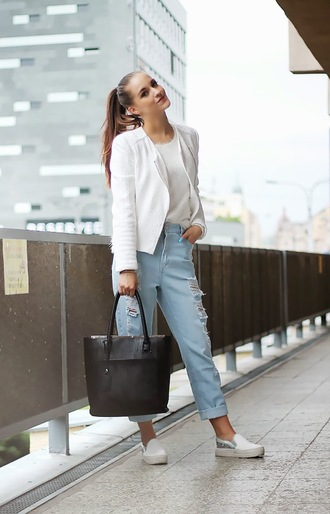 leona meliskova blogger jacket bag sweater jeans light blue jeans ripped jeans