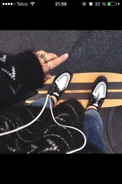 sweater,black,white,swedish