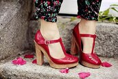 shoes,red shoes,chloe