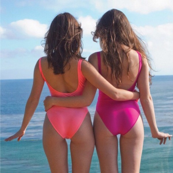 sexy-babes-one-piece-swimsuits