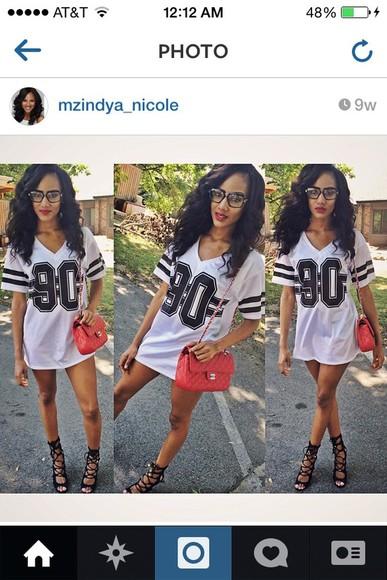white black oversized oversized t-shirt jersey cute stripes heart eyes lovely love it tie up heels beauty