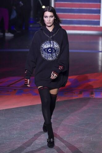 sweater hoodie oversized bella hadid dress sweater dress runway model london fashion week 2017 tommy hilfiger