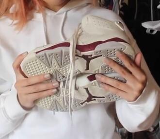 shoes boots pumps high heels adidas nike grey beige burgundy sneakers jordans nike shoes wedges grey top grey t-shirt grey sneakers grey tank top beige shoes burgundy shoes