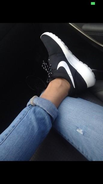 shoes nike running shoes roshe runs black and white