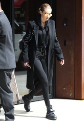 sweater,hoodie,sweatshirt,all black everything,gigi hadid,model off-duty,leggings