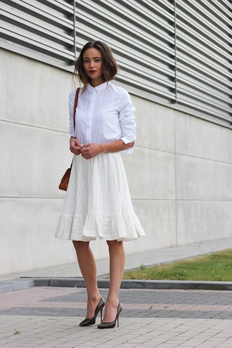 mode d'amour blogger midi skirt white shirt stilettos high heel pumps