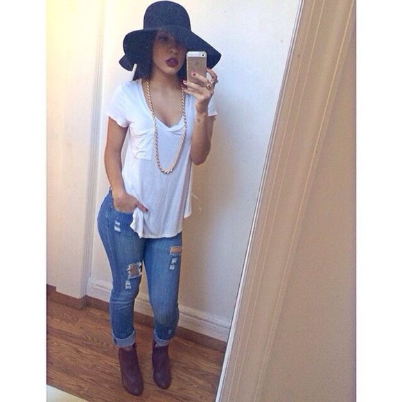 boots floppy hat jeans ripped jeans gold chain shirt hat white top tshirt chain white t shirt