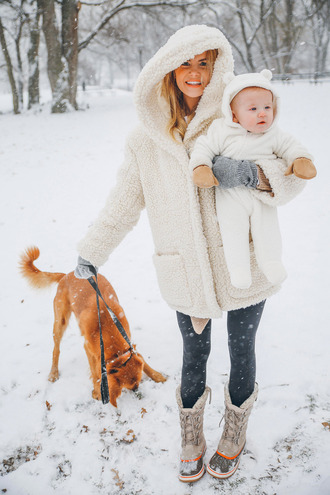 barefoot blonde blogger coat shoes jeans make-up gloves hat baby clothing mother and child fuzzy coat winter outfits snow cute white fluffy coat fluffy knitted gloves white oversized coat