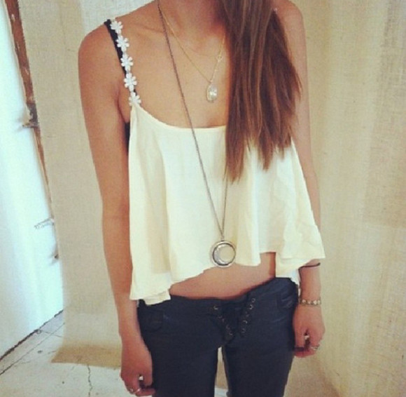 jeans jewels black jeans tank top clothes crop tops crop-tops white crop tops white crop top white croptop flower crop top white denim jewelry necklace hippie hippie chic