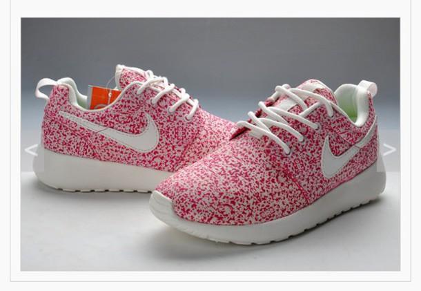 shoes peach nikes roshe run women