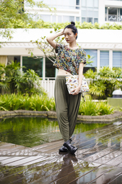 pupuren,blogger,top,harem pants,floral,pouch,printed pouch,printed top,crop tops,pants,green pants,boots,black boots,flat boots