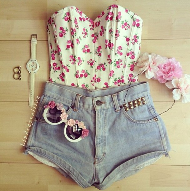 shirt corset floral vintage bustier bralette bralette roses pink sweet shoes sunglasses summer cute flowers happy grunge pastel sunny outfit pretty girly romantic short shorts studs High waisted shorts shorts blouse high waisted denim shorts denim jewels top crop where can i get these? t-shirt tank top pants floral tank top floral top jeans glasses crop tops short