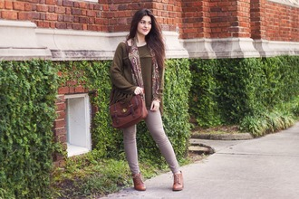 a walk in the park blogger skinny pants fall outfits satchel bag
