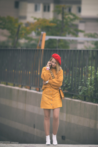my blonde gal blogger skirt bag sweater shoes yellow skirt beret yellow sweater ankle boots white boots fall outfits